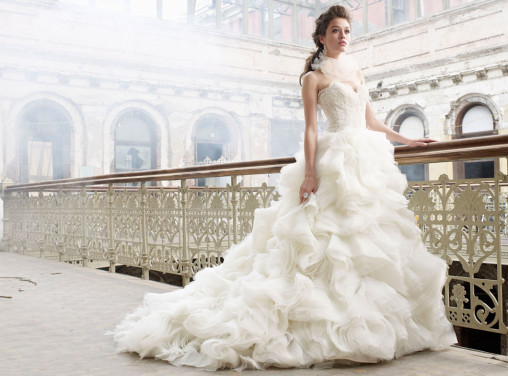 lazaro-bridal-organza-flounce-ball-gown-sweetheart-lace-dropped-waist-layered-skirt-chapel-train-3213_zm